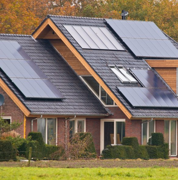 solar_panels_roof_blend1-scaled-584x590